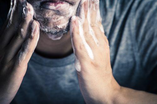 洗顔 髭剃り 同時