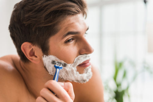 カミソリ負け 髭剃り