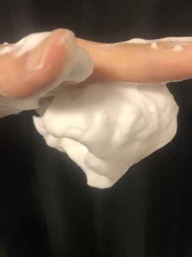 ロゼット洗顔パスタ アクネクリア 手