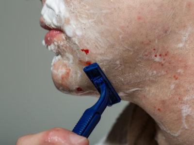 髭剃りで血が出るときの対策!正しい止血法とシェービング法